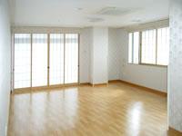 Cタイプ(1戸):床面積/45.4m2 (ベッドを二台並べて置ける広さです)  ● トイレ・バス・脱衣室・キッチン・洗面台・収納スペース付き。